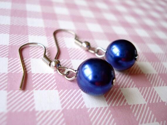 Blue pearl earrings. Blue Czech glass pearl earrings. Blue earrings. Dark blue pearl earrings. Linnepin010