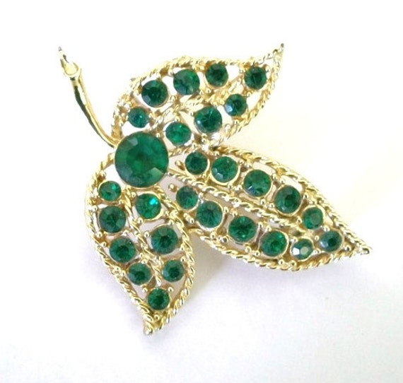 Beautiful Vintage Gold Leaf Brooch with Emerald Green gemstones Bridal Brooch Bouquet Special Occasion Collectible Jewelry