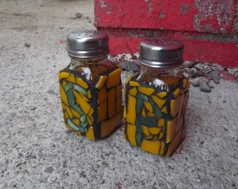 Oregon Duck Salt and Pepper Shakers Mosaic, Kitchen Decor, Stained Glass , Yellow and Green Shakers, Table Spice Shakers, Salt and Pepper