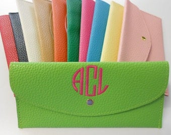 Monogram Lime Green Wallet Font Shown  NATURAL CIRCLE in bright pink