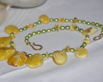 Pearl Necklace green with amber