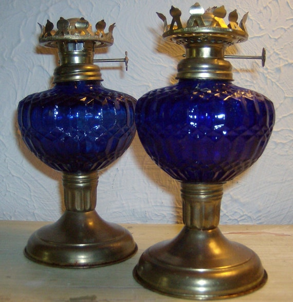 vintage 1960 39 scobalt blue glass small oil lamp by jewelsrosesnrust. Black Bedroom Furniture Sets. Home Design Ideas