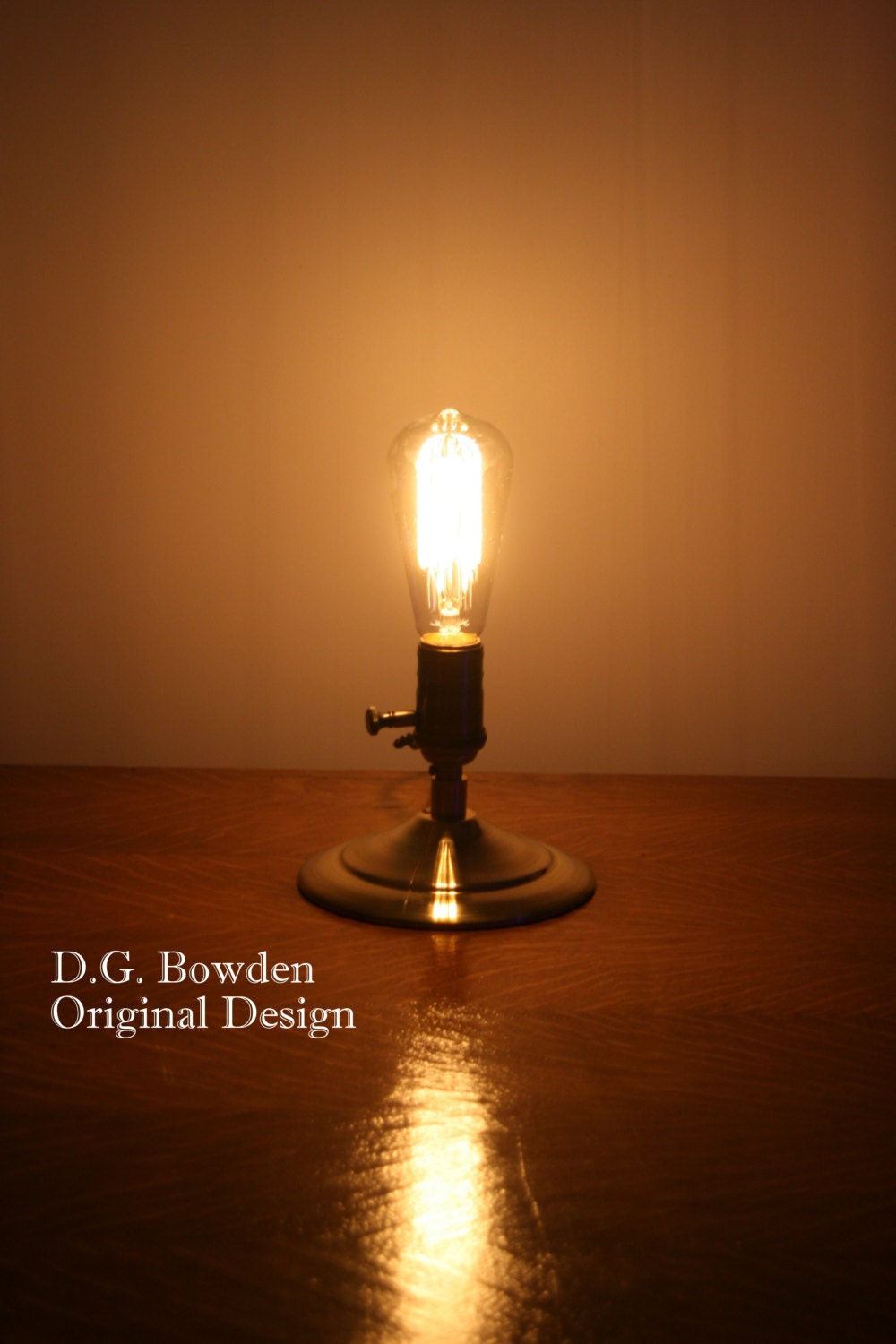 edison bulb table lamp minimalist style. Black Bedroom Furniture Sets. Home Design Ideas