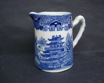 IMPRESSIVE Vintage MILK JUG  Blue Willow  England  Perfect for Gift Giving