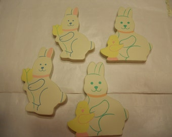 4 painted wood bunny shapes, 65 x 50 mm (R1)