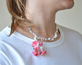Pink Beaded Necklace, Crochet Necklace, Boho Oya Necklace, Dainty Necklace, Beaded Jewellery, Summer Jewelry, Beadwork, Statement Collar