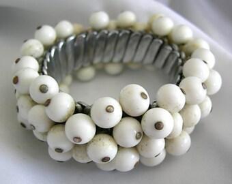 White Beaded Stretch Bracelet - Unsigned - Vintage