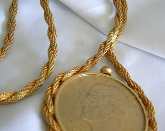 Gold Tone US Dollar and Heavy Twisted Chain Pendant - Unsigned - Vintage 1970s