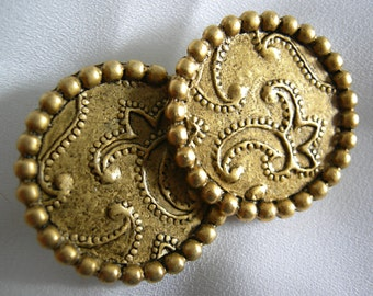 Round Gold Tone Raised Paisley Motif Clip On Earrings - Unsigned - Vintage