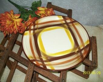 """Metlox VERNONWARE Plaid """"BUTTERSCOTCH""""  Dinner Plate 1937-1958"""