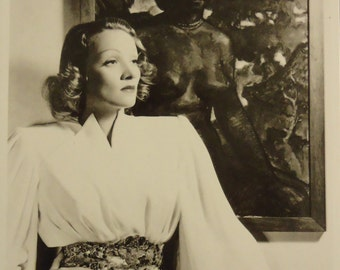Marlene Dietrich  postcard  never used vintage