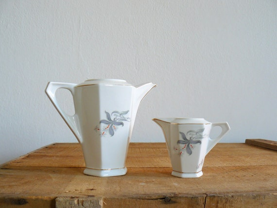 Vintage teapot. Art Deco teapot. Victoria Czechoslovakia teapot and creamer. porcelain tea set