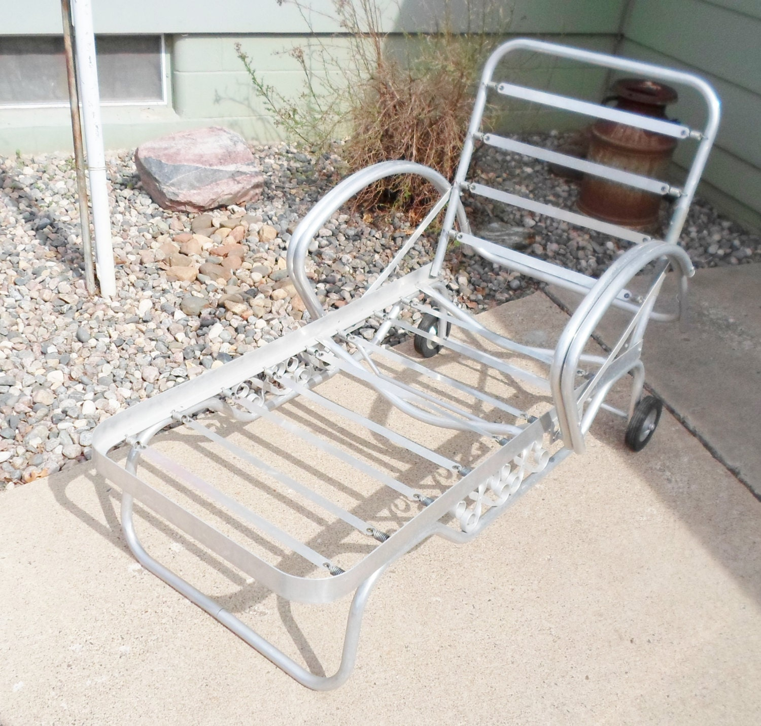 Mid Century Outdoor Furniture: Vintage Mid Century Chaise Lounge Chair For The Patio Garden