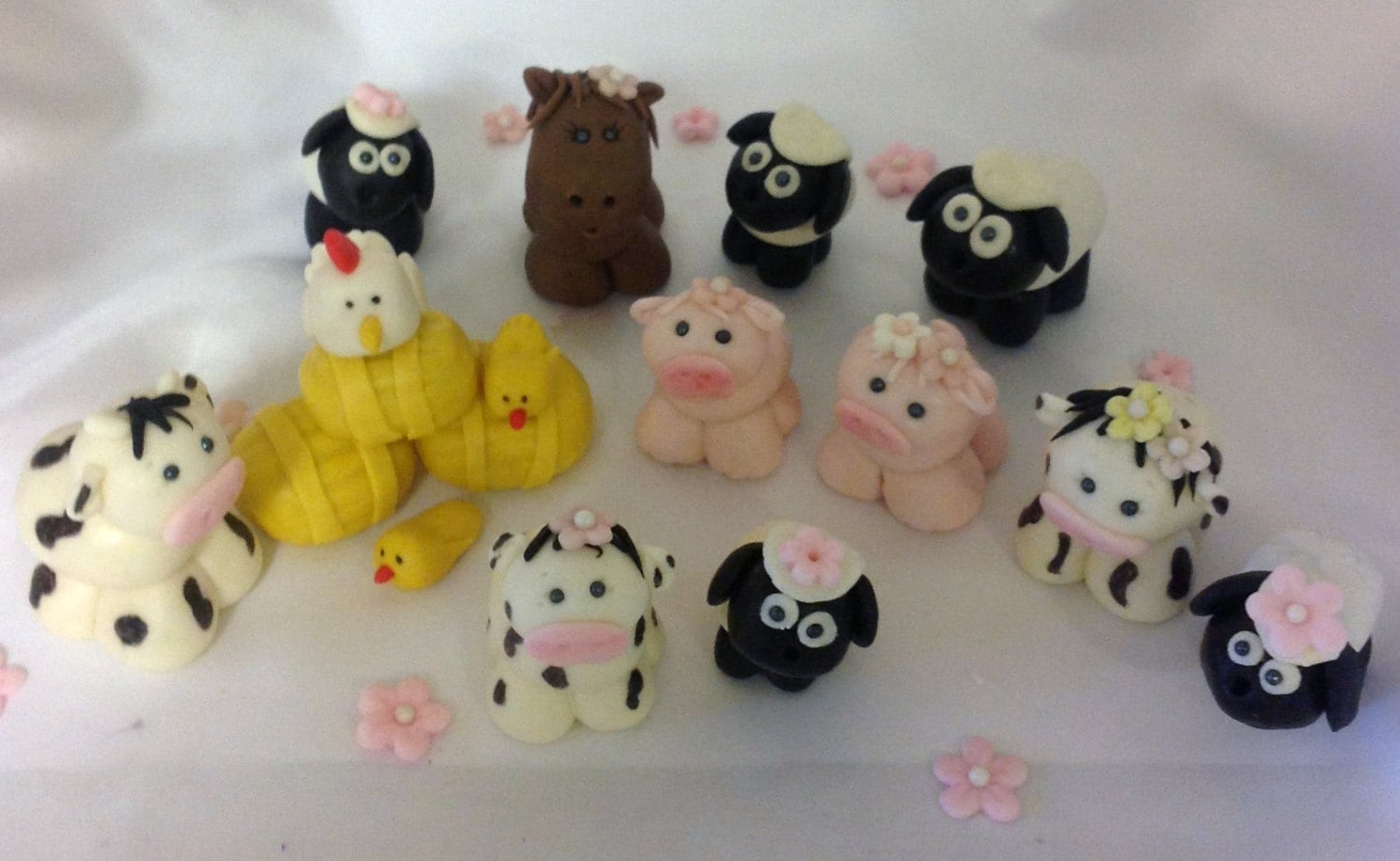 Fondant farm animal cake topper baby shower firs birthday for Animal cake decoration