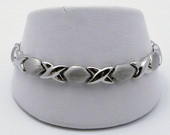 Romantic Kiss and  Hug - XOXO 14K White Gold  Bracelet - 7.25 inch , Sku B-1055
