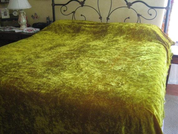 Luxurious Chartreuse Velveteen Queen Bedspread King