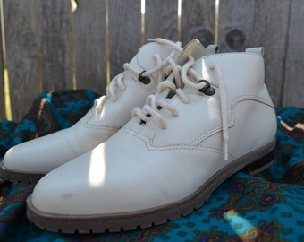 Vintage White Leather ankle booties
