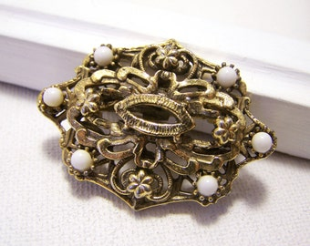 Vintage Gold Tone Faux White Stone Oval Pin Brooch / Gift for Her / E286