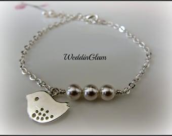 Bridesmaid bracelet, Bridal bracelet, Delicate bird jewelry, Pearl on chain, White pearls with silver bird charm bracelet
