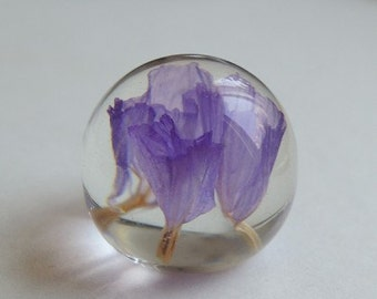 2 pcs of resin crystal  ball with dry flower inside 20mm  with 10mm flat bottom-A2