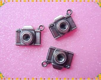 8 pcs- Antique Silver Camera  Charms / Photo Photography Pendants 18x15mm