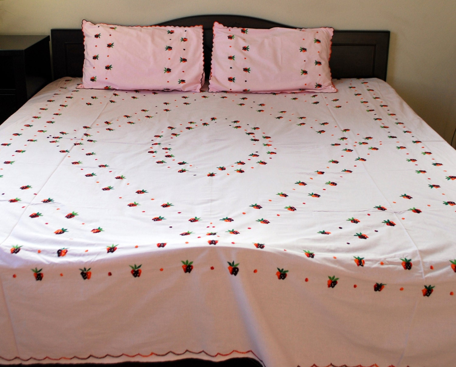 Pics for hand embroidery strawberry designs for bed sheets for Bed sheet design images