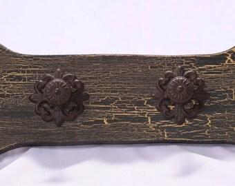 Antiqued Black/Gold Leash Holder