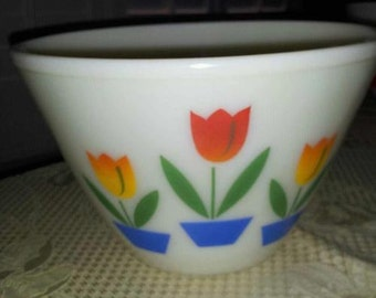 "Mint Vintage Fire King White Tulip Mixing Bowl - 9.5"""