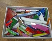 Verre - pièces assorties de vitraux - mélange de couleurs et de mélange de formes