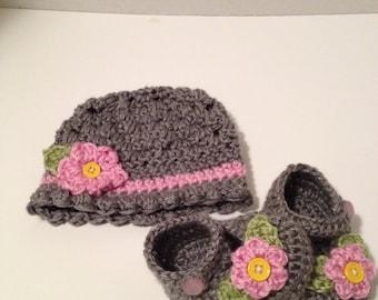 Crochet Baby Hat, Crochet Baby Booties, 0 to 3 Months