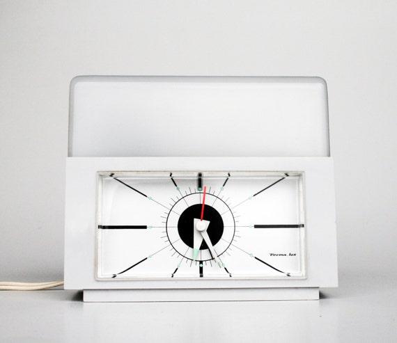 Vintage alarm clock with light minimalist modern 70 39 s for Minimalist alarm clock