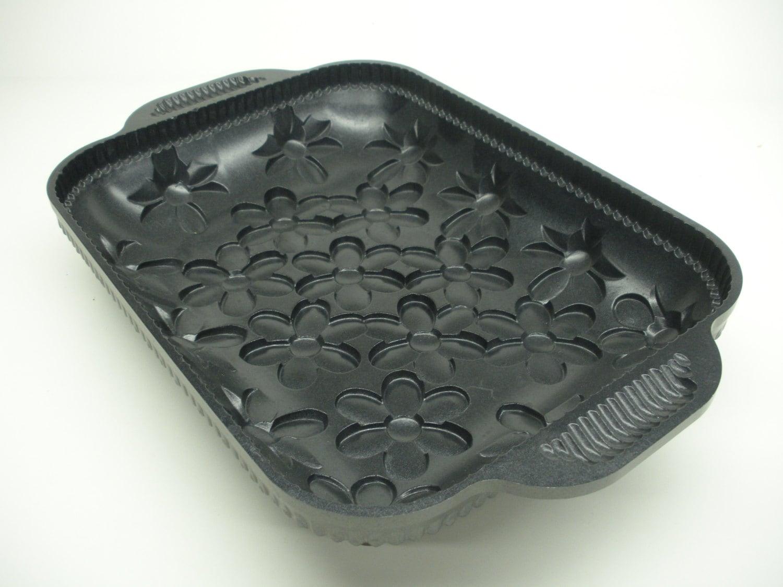 Daisy Cake Pan Nordic Ware Non Stick 10 Cup