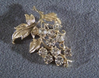 Vintage  Yellow Gold Tone Multi Round Rhinestone Grape Cluster Art Deco Style Pin Brooch     W