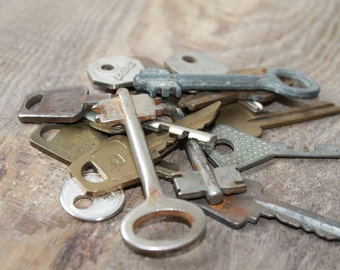 Old Vintage Keys for your art