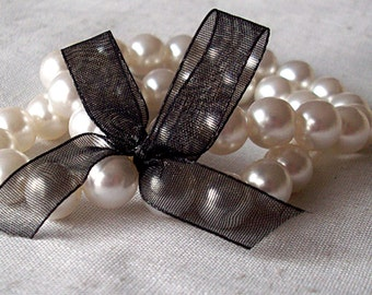 Stretchy Pearl Bracelet with Ribbon Accent