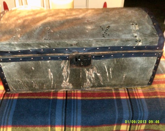 Early 1800s Hide Covered Stagecoach Trunk, Wonderful Rustic Accessory and History, Antique Trunks, Stagecoach Trunks, Small Wooden Trunks