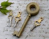 Lot Antique huge french Skeleton Key vintage pocket watch gold Key brass key Pendant vintage charms