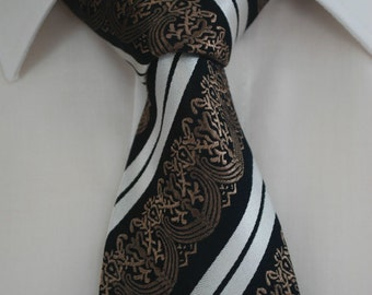 Brown silk tie with detail