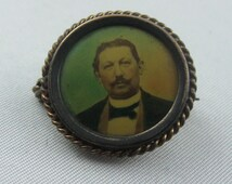 Antique portrait brooch with picture and signature. Biedermeier to the turn of the century. Vintage