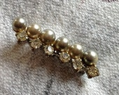 Vintage Rhinestone and Grey Pearl Pin,Midcentury jewelry,Bar Pin Jewelry,Gray Pearl Brooch, Mid Century Brooch, Rhinestone Pearl Bar Pin