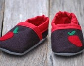 Baby shoes black with strawberry