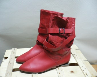 Vintage Leather Ankle boots red color....(010)