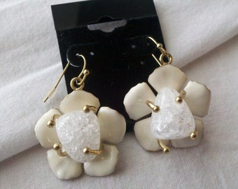 Vintage White and Gold toned Earrings
