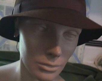 """1950s Brown Felt Cloche has small brim 2 1/4"""", Very Smart H706"""