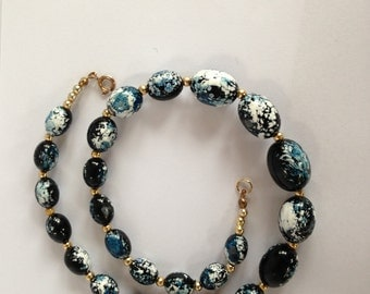 Beautiful blue/white, marble effect, vintage necklace