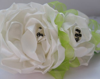Kanzashi Flower Hairclip.Hair accessories.White and green flowers.