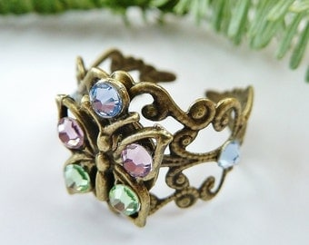 Filigree ring with butterfly in gold