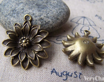 6 pcs of Antique Bronze Daisy Flower Charms 23mm A342