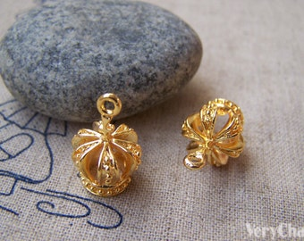 2 pcs of Gold Plated Brass Filigree 3D Crown Charms 13x19mm A2770