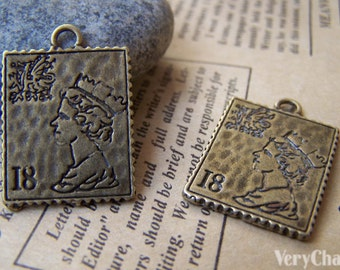 10 pcs of Antique Bronze Queen Elizabeth Stamp Charms Double Sided 19x22mm A487